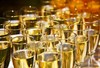The global sparkling wine market recorded losses in 2020 / Credit: Janet Layher - Fotolia